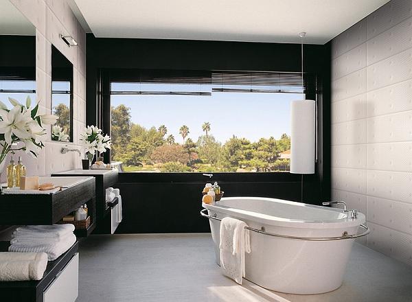 Davvero molto luminoso questo bagno, grazie anche al contrasto con la parete nera