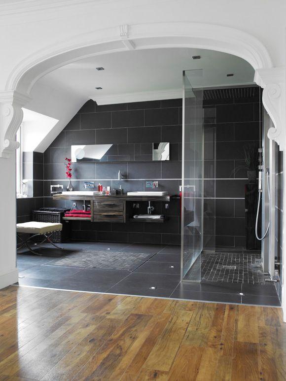 Doppio lavandino e spazio doccia molto ampio