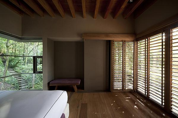 Le camere da letto sono essenziali e dal gusto vagamente orientale