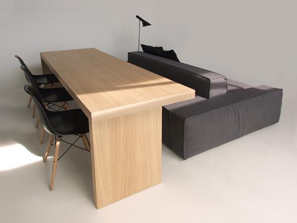 Il lato verso il tavolo è più alto e perfetto per sedersi a lavorare o a mangiare