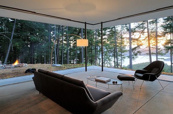 Le ampie vetrate garantiscono luminosità e una vista da sogno