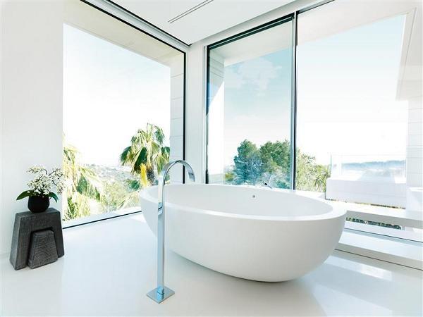 Un altro dei bagni di casa: semplice ed elegante, ma con una vista bellissima