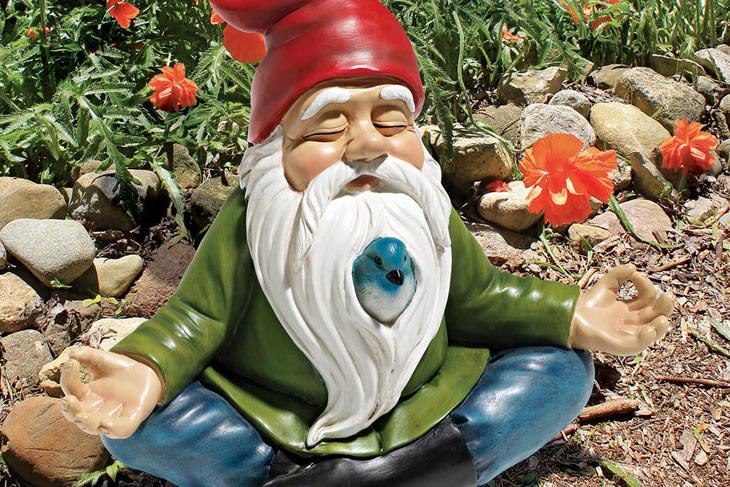 Lo gnomo da giardino in versione zen