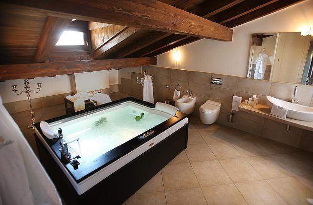 Come scegliere la vasca idromassaggio più adatta al proprio bagno