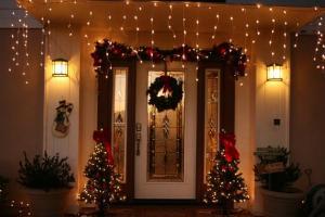 Decorazioni natalizie per l'ingresso di casa