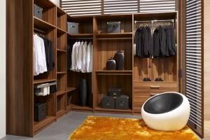 Scegliere l'armadio: ante scorrevoli o a battente?