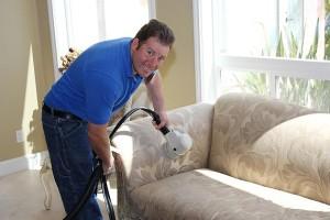 Come pulire il divano e farlo tornare come nuovo