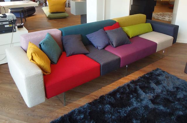 Cromoterapia e divani: come scegliere il colore giusto