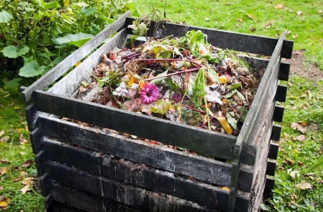 Come costruire una compostiera fai-da-te da giardino