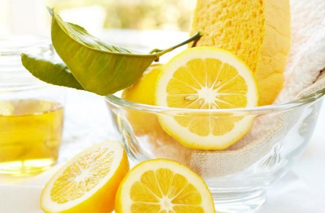 Usare il limone per deodorare e pulire casa