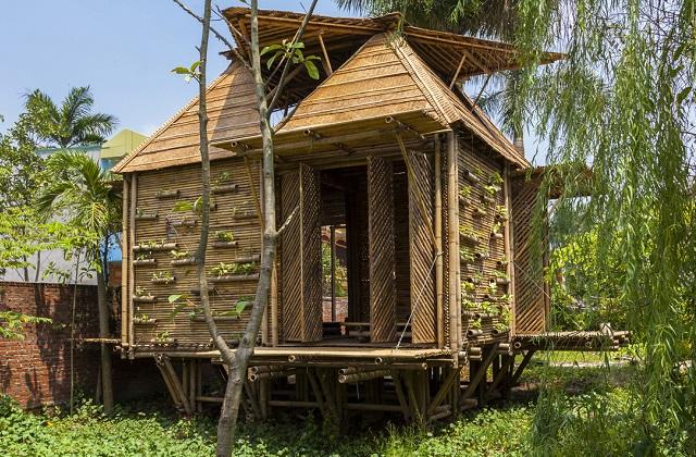 Costruire una casa in bambù in 25 giorni con 2500 dollari
