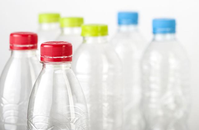 riciclare le bottiglie dell'acqua