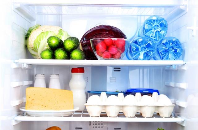 pulire il frigo velocemente