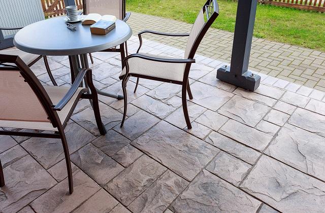 Il pavimento in cemento stampato per interni