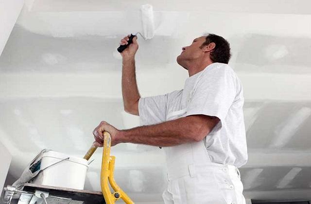 Pitturare il soffitto senza schizzi di vernice