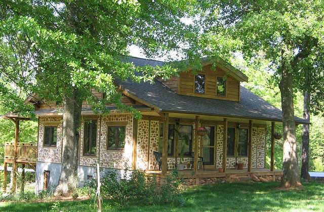 Una casa cordwood realizzata con tronchetti di legno for Ottenere una casa costruita