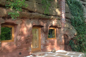 Una grotta trasformata in una moderna casa