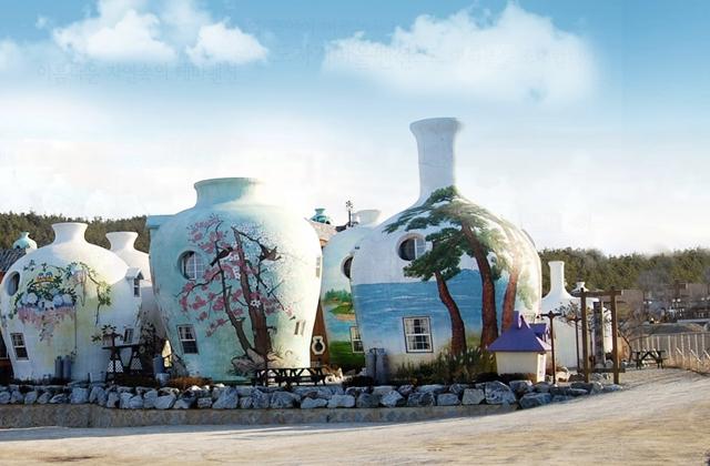 pottery village