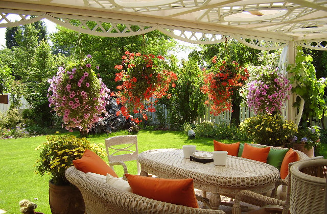 Come arredare un giardino piccolo facendolo sembrare pi for Giardino piccolo