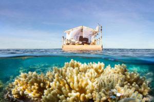 Trascorrere una notte magica su una casa galleggiante