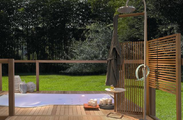 fare la doccia in giardino