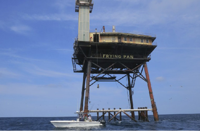 La frying pan tower in mezzo al mare