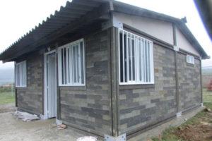 Ultima novità in campo edilizio: una casa fatta con mattoni di plastica