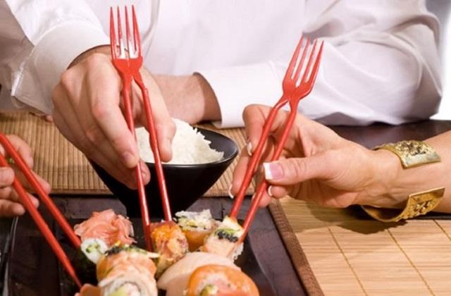 Geniale invenzione: la forchetta cinese