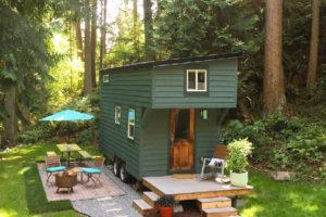 Una tiny house immersa in un bosco, per una settimana di completo relax