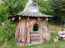mini casa in un tronco d'albero