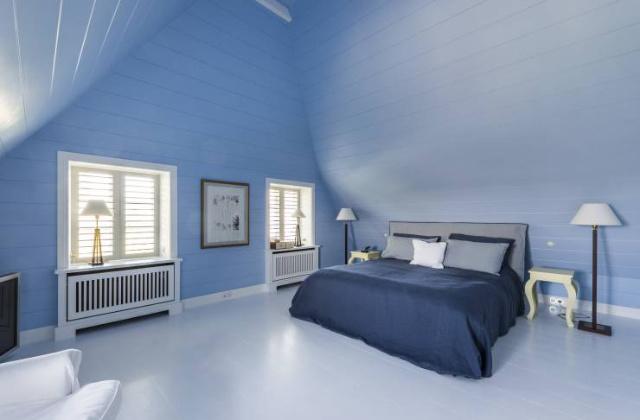 Arredare la camera da letto in blu colore del relax e for Camera da letto blu