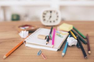 Come organizzare bene una scrivania per lavorare e studiare al meglio