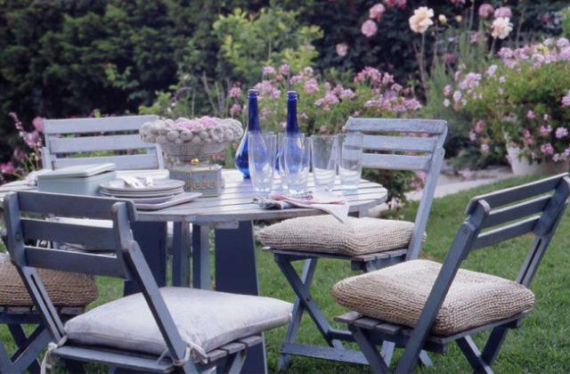arredare il terrazzo o il giardino in stile provenzale - Arredamento Terrazzo Esterno
