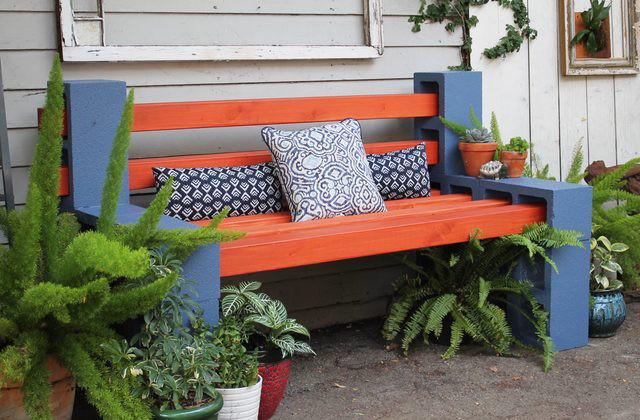 panca colorata con legno e foratini