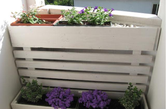 Come creare un angolo romantico in terrazzo la fioriera for Fioriera legno fai da te