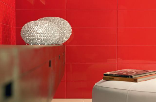 piastrelle del bagno color corallo