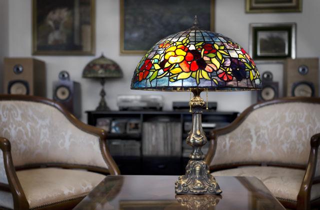 arredamento stile liberty particolare di una lampada