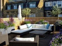 terrazza in stile londinese con recinzione in legno