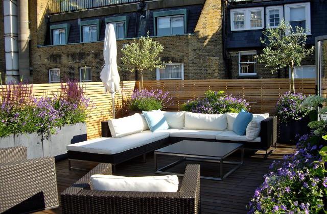Come arredare il terrazzo secondo lo stile londinese