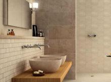 bagno con pareti chiare