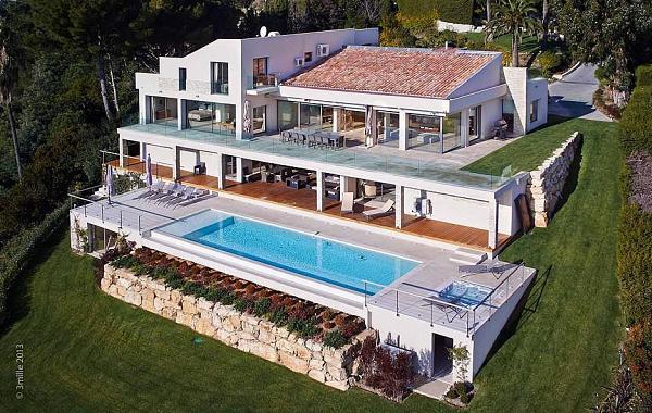 Una spettacolare villa in Costa Azzurra con vista sul mare