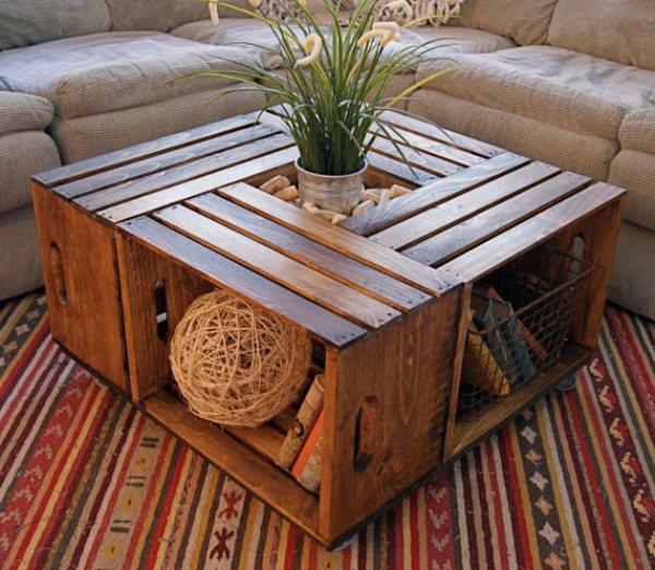 Come realizzare un pratico tavolino per il soggiorno con vecchie cassette di legno