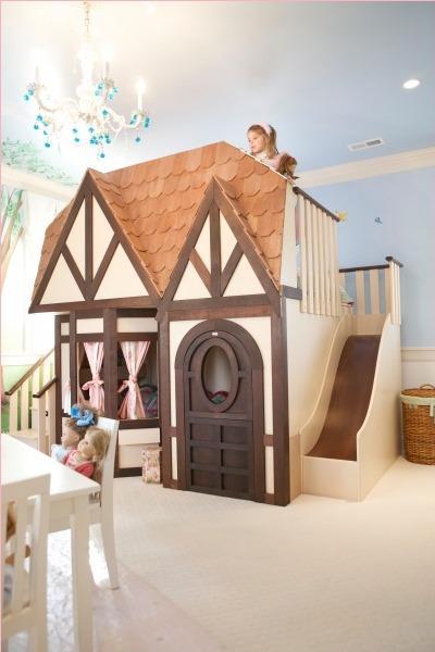 Letto a castello in una casa gigante