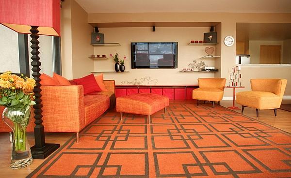 Arancione e il tappeto con figure geometriche in pieno stile retrò