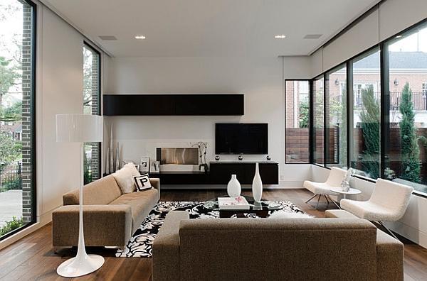 Una combinazione intelligente di mobili bianchi, con ripiani neri sospesi