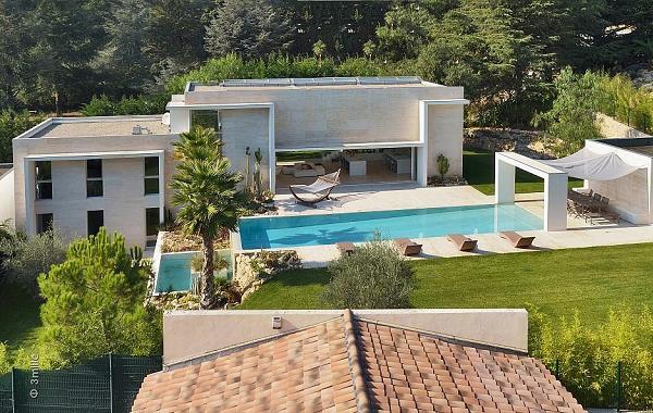 Francia: villa moderna con piscina