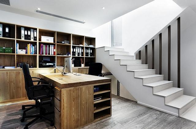 Forse non ci crederete ma la parte più importante di un ufficio domestico, nel seminterrato è ingresso