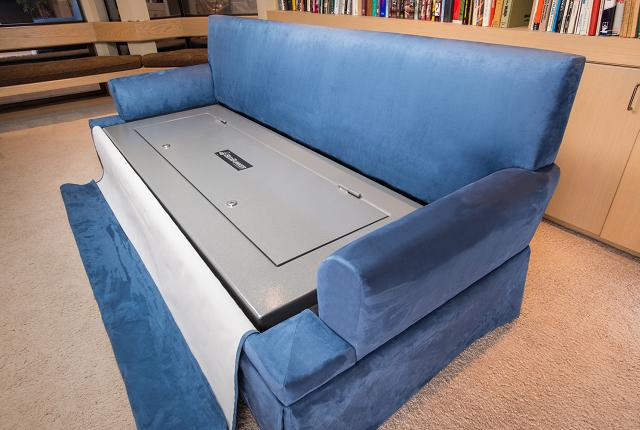 Il divano cassaforte è disponibile in diversi colori e grandezze