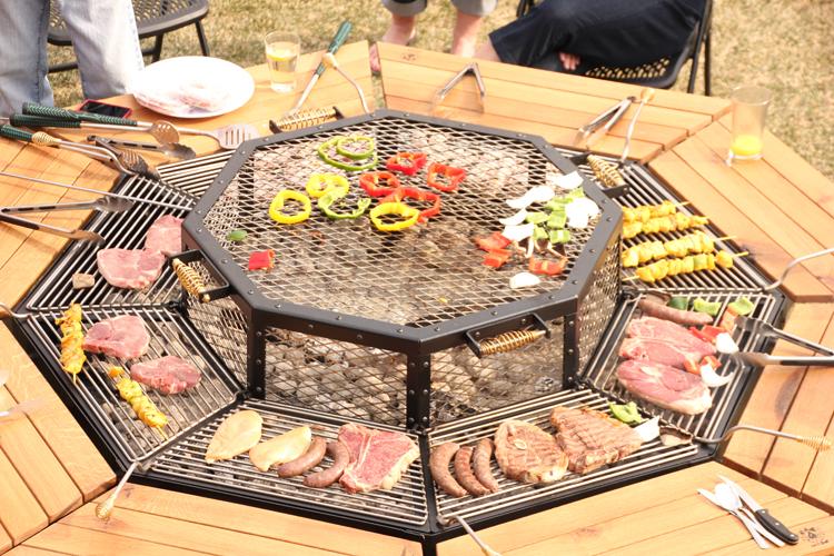 La tavola con grigliata incorporata