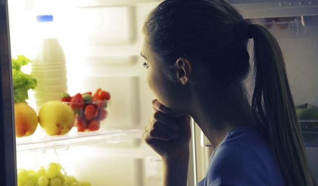 Il frigorifero con lo sportello trasparente